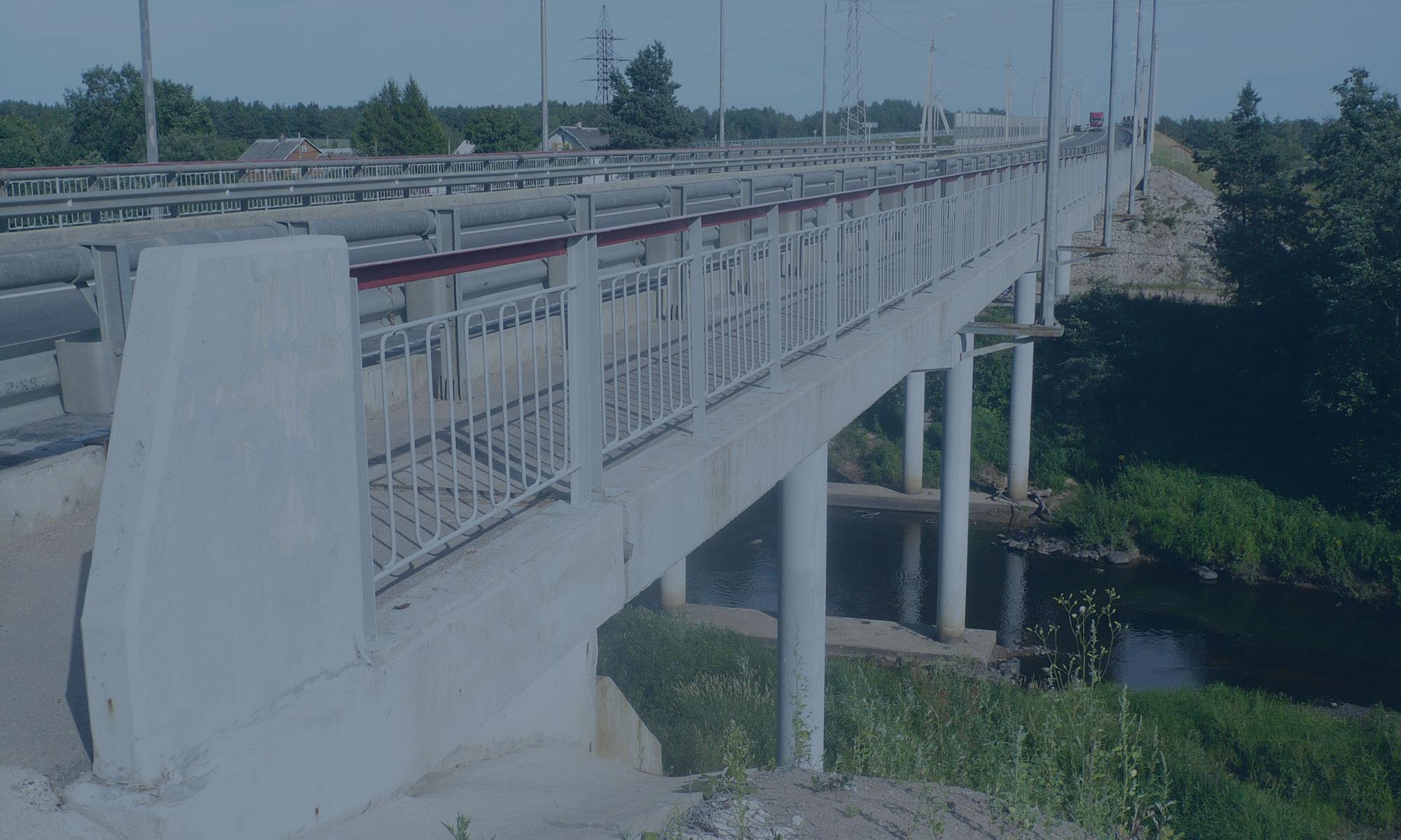 Устройство временного объездного моста через реку Кобылка